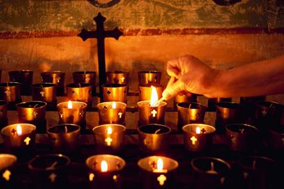 20130122 kruis met kaarsen