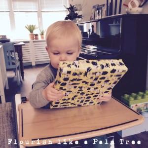 doopdag vieren met je kind, cadeautje uitpakken