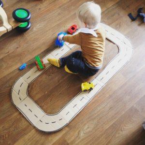 DIY, autoweg, recycle, speelgoed, lege doos